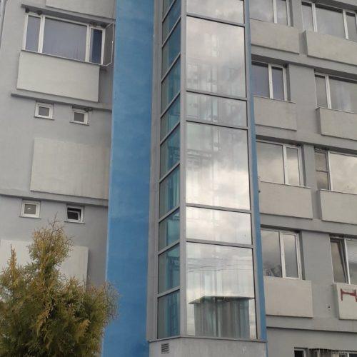 Панорамен асансьор към сграда за гости